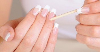 How to Have Clean and Strong Nails